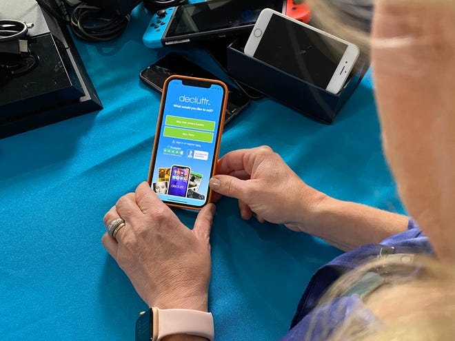 Columnist Jennifer Jolly uses the Decluttr app to sell items.